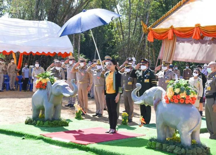 The Minister of MNRE greeting Her Royal Highness Princess Bajrakitiyabha Narendiradebyavati opening the label of the elephant water conservation project at the Phu Tai river source, Chachoengsao Province