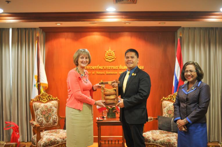 Canadian Ambassador to Thailand paid respect to the Minister of Natural Resources and Environment on taking a new position.