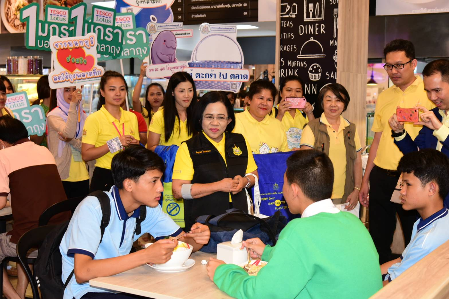 """Ministry of Natural Resources and Environment is walking forward the campaign """"Do Good Deeds with the Heart, Reduce Receiving, Reduce Giving Reduce Using Plastic Bags,"""" The D-Day is 1 January 2020 to stop receiving, giving, and using single-use"""